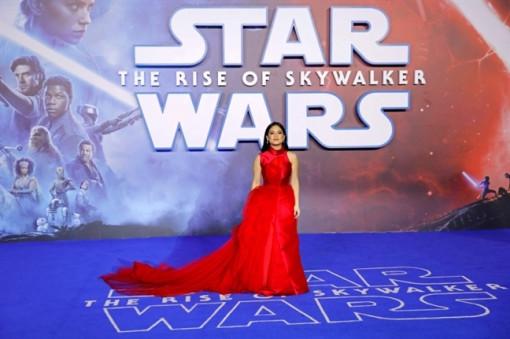Nữ diễn viên gốc Việt toả sáng giữa dàn sao 'Star Wars' với thiết kế của Phương My