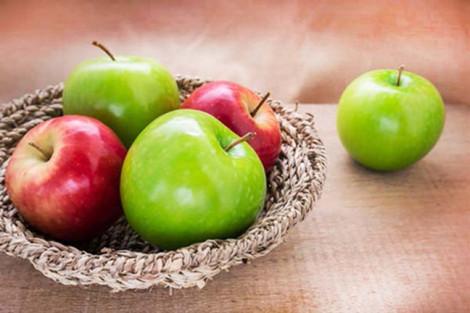 Ăn 2 quả táo mỗi ngày trong tám tuần giúp giảm gần 4% cholesterol xấu