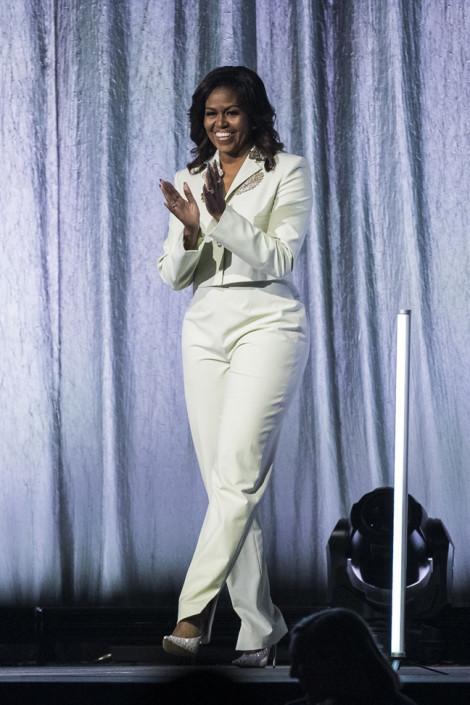 Học cách diện vest thanh lịch như bà Michelle Obama