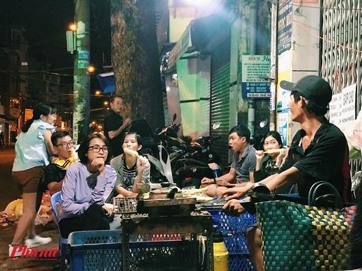 An bap nuong cung phai 'boc so' ngoi cho, chang ai kien nhan bang nguoi Sai Gon