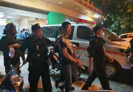 Canh sat Dong Nai vay rap mot benh vien o Bien Hoa de giai cuu giam doc bi khong che