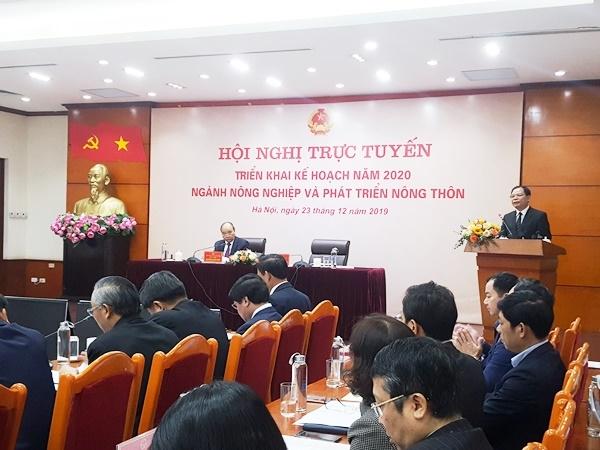 Thu tuong Nguyen Xuan Phuc: 'Xu ly doanh nghiep, co so khong chiu xuat heo de sot ao, truc loi'