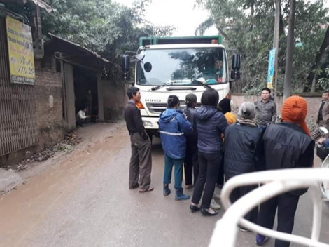 Người dân tiếp tục chặn xe vào bãi rác lớn nhất Hà Nội