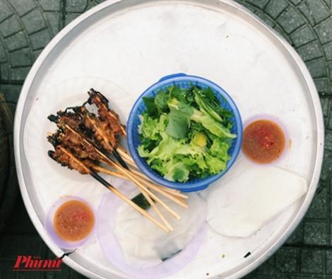 Ngồi lề đường ăn thịt nướng, trải nghiệm ẩm thực không nên bỏ lỡ ở Hội An