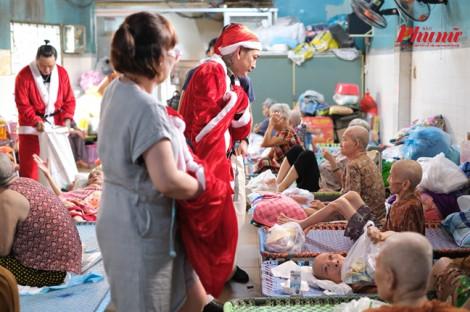 'ông già Noel xăm trổ'