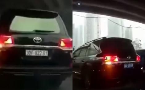 'Biến hình' biển số xe trắng thành xanh để được nhường đường, tài xế bị tước bằng lái và phạt 5 triệu đồng