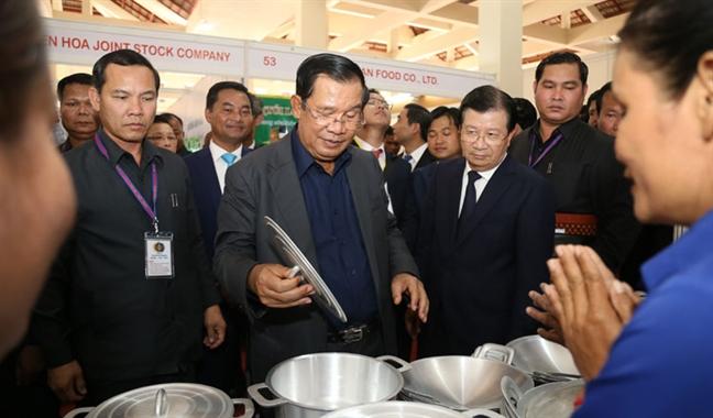 Ngoi cho kieu mau do Viet Nam tai tro duoc Thu tuong Campuchia dac biet quan tam