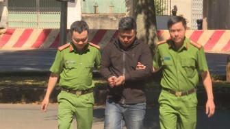 Bắt khẩn cấp kẻ giả công an cưỡng đoạt tài sản của người nghiện
