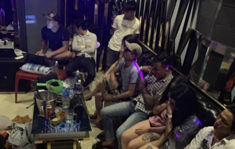 Quán karaoke 'chui' chứa hơn 20 khách dự tiệc ma tuý bên trong