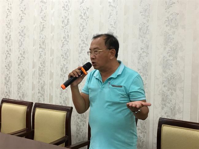 Dao dien Hoang Duan: 'Nhieu nguoi lam nghe si qua dien thoai'