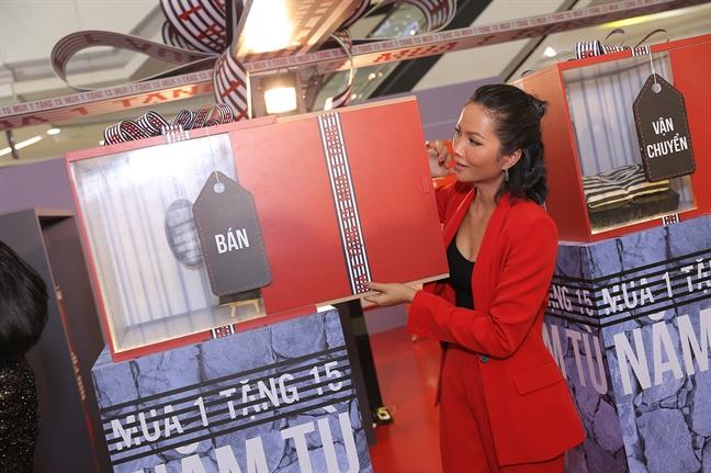 Hoa hau H'Hen Nie: 'May man den tu cach song'