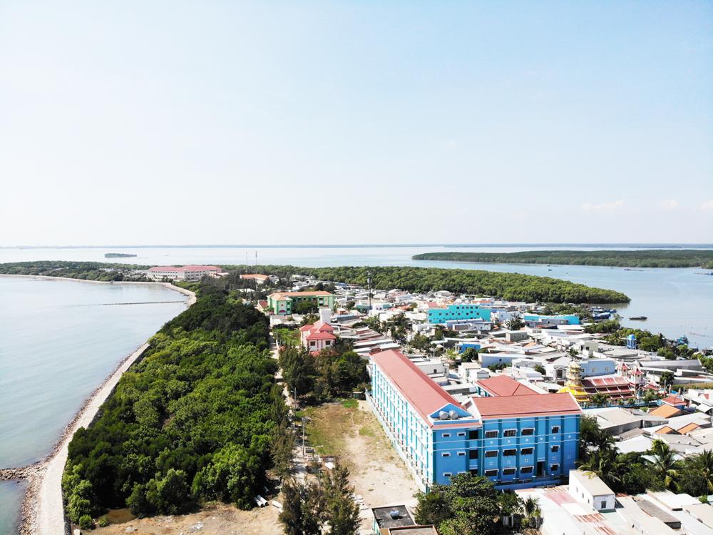 Rừng nơi xã đảo đã không còn được bảo vệ