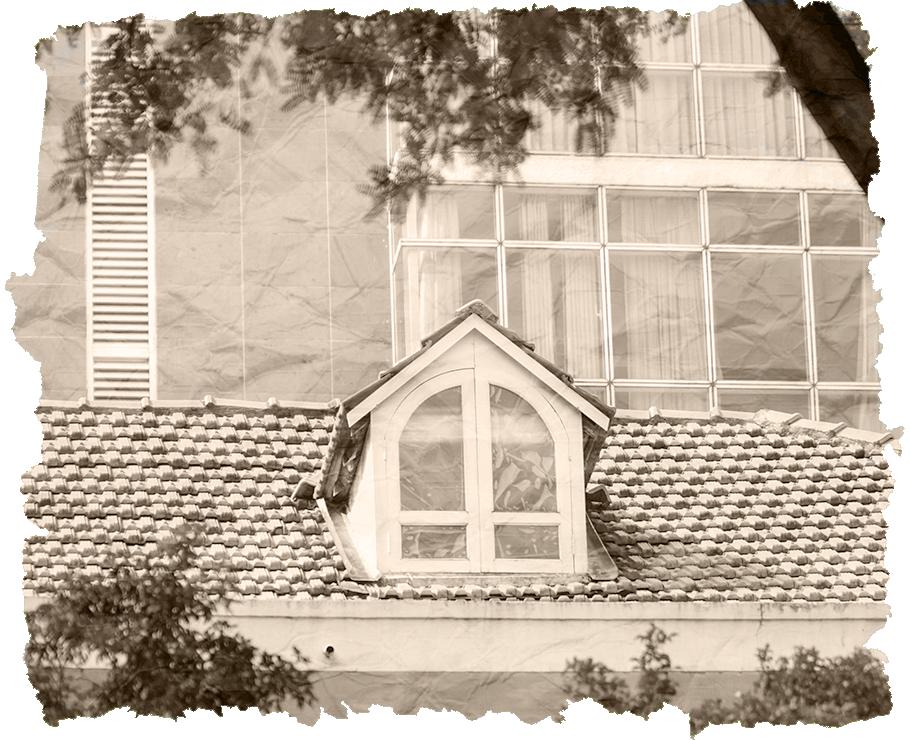 Những căn nhà cổ thấp thoáng trong lòng phố.