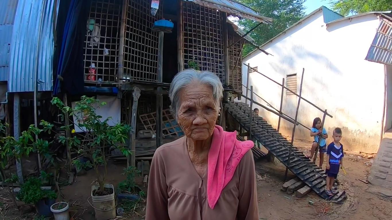 Không có mùa nước nổi, nhiều thanh niên ở miền Tây Nam bộ bỏ quê lên Sài Gòn, Bình Dương kiếm việc làm, phần lớn người ở lại là người già và trẻ em
