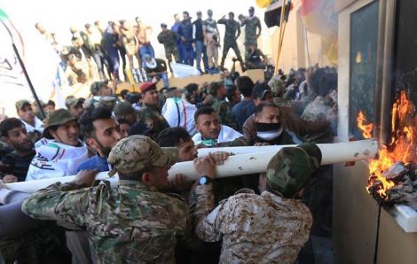 Mỹ điều 100 lính thủy đánh bộ, 2 trực thăng vũ trang đến giải cứu Đại sứ quán ở Iraq