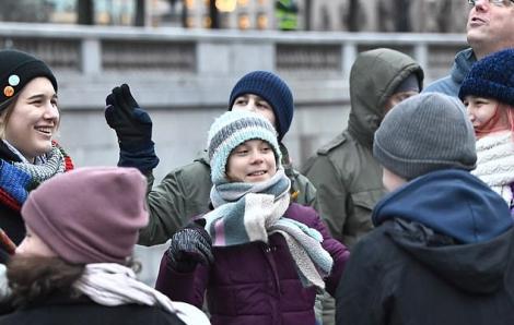 Greta Thunberg mừng sinh nhật 17 tuổi bằng cuộc biểu tình vì môi trường