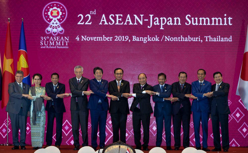 Thủ tướng Nguyễn Xuân Phúc (thứ năm, từ phải sang) và các nhà lãnh đạo khác tại Hội nghị cấp cao ASEAN +3 lần thứ 22 tại Bangkok vào ngày 4/11/2019 (Ảnh: VNA)