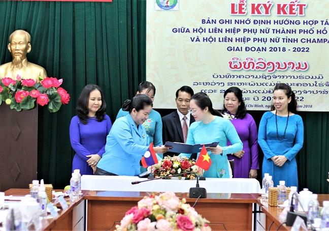 Hội LHPN TP.HCM và Hội LHPN Thủ đô Viêng Chăn ký biên bản ghi nhớ về phối hợp tổ chức chương trình giao lưu văn hóa Việt Nam - Lào