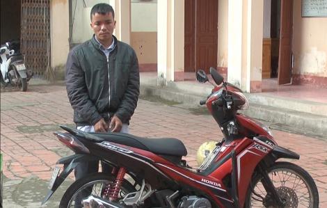 Đang thụ án treo vẫn dùng dao uy hiếp, cướp xe máy