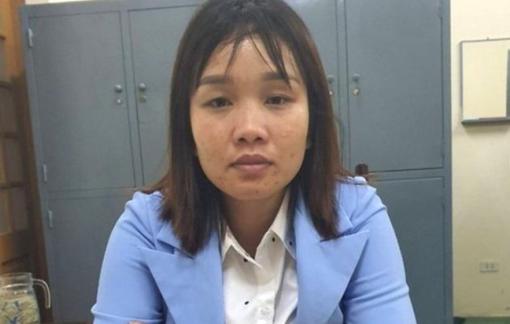 Bắt nữ cộng tác viên nhận tiền doanh nghiệp