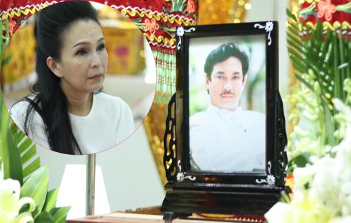 Nghệ sĩ thẫn thờ đến viếng cố NSƯT Nguyễn Chánh Tín