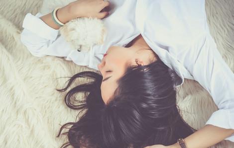 Đàn bà đi công tác là ngoại tình liên miên?