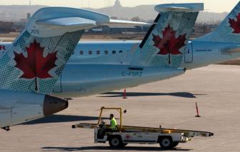 Hành khách hết hồn khi bánh máy bay rớt ra trong lúc đang tăng tốc