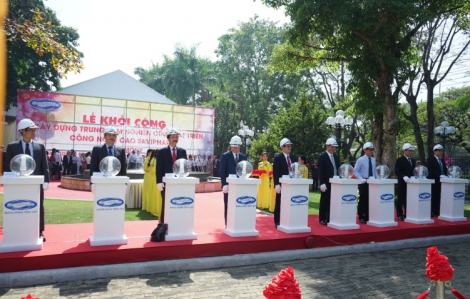 Lễ trao chứng nhận GMP châu Âu và khởi công xây dựng Trung tâm NCPT CNC SaVipharm