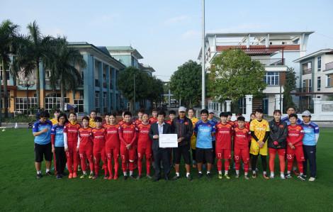 Hội Nhà báo TPHCM trao tặng 400 triệu đồng cho Đội tuyển Bóng đá nữ Việt Nam