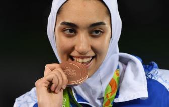 Nữ VĐV duy nhất đoạt huy chương Olympic của Iran đào thoát khỏi đất nước