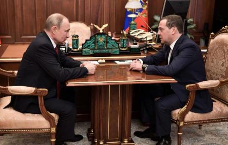 Các quan chức Chính phủ Nga lần lượt từ chức để mở đường cho cải cách