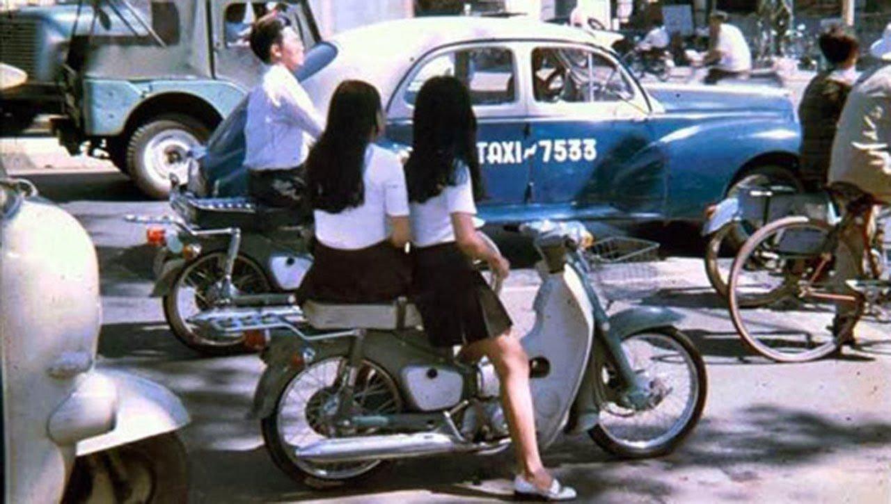 Chiếc váy ngắn một thời được xem là sự thay đổi táo bạo trong trang phục của phụ nữ Sài Gòn