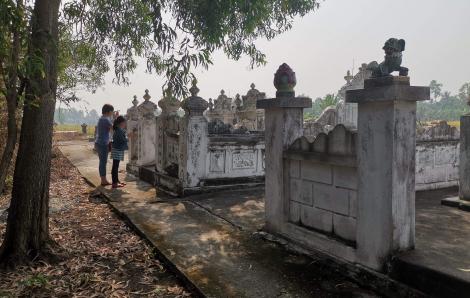 Tháng Chạp, người Nam bộ đi tảo mộ ông bà