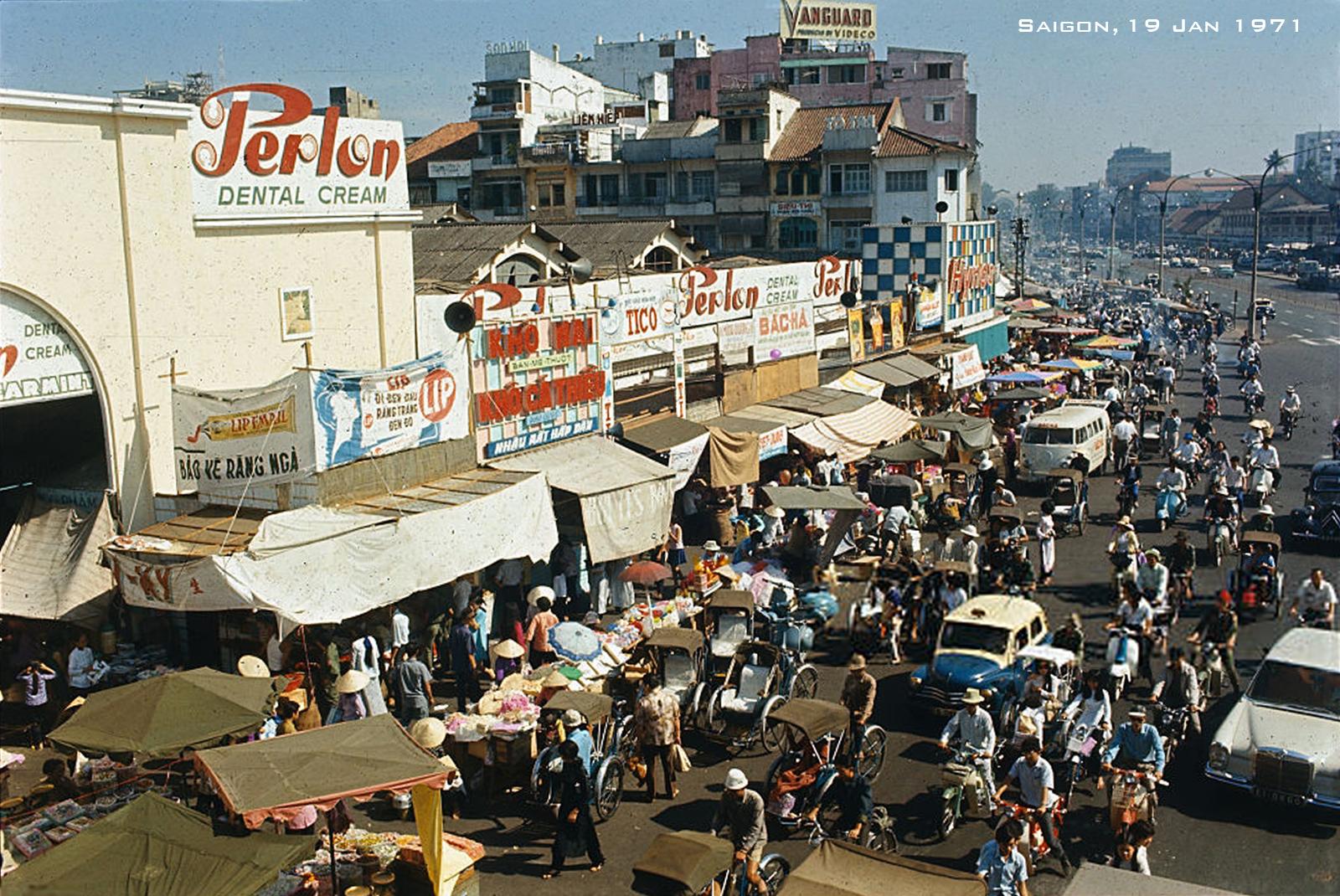 Chợ Tết Sài Gòn Xuân Tân Hợi 1971