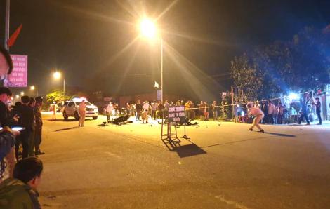Xe máy đấu đầu trong đêm, 2 người chết, 3 người bị thương trong ngày cận tết