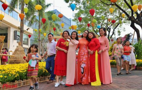 Người Sài Gòn check-in sớm ở Hội hoa xuân Phú Mỹ Hưng