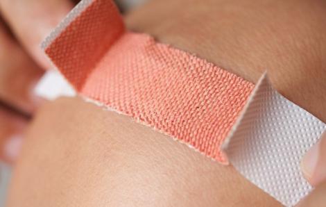 Hướng dẫn sơ cứu vết thương ở ngón tay nếu ngại đến bệnh viện ngày đầu năm