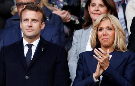 Đám đông người biểu tình giận dữ 'phục kích' tổng thống Pháp trước nhà hát ở Paris