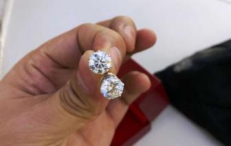 Bộ trưởng gửi thư khen tiếp viên hàng không trả lại kim cương cho khách