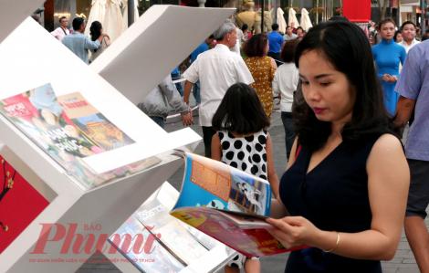 Đọc sách giữa Sài Gòn