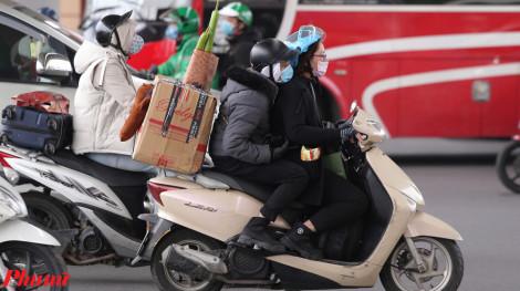Người dân bắt đầu đổ về Hà Nội làm việc, nhiều tuyến đường hỗn loạn