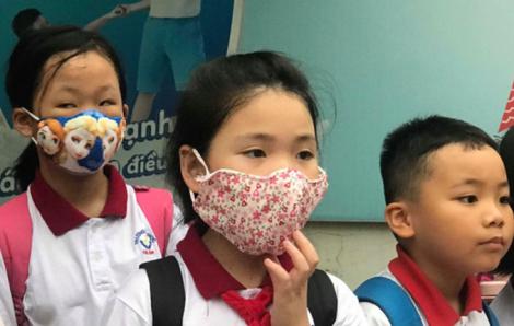 Phụ huynh Hà Nội chủ động phòng chống dịch corona cho con