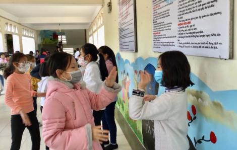 Các hiệu trưởng ở Hà Nội phải có mặt khi phun thuốc khử trùng phòng dịch corona