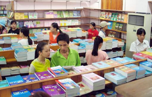 Hiệu trưởng trường phổ thông được quyết định chọn sách giáo khoa
