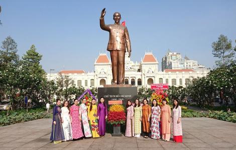 Hội LHPN TPHCM dâng hương, dâng hoa lên tượng đài Bác Hồ
