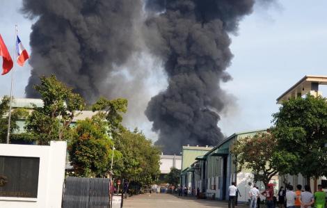 Cháy lớn công ty nệm mút ở Bình Dương, thiệt hại hàng tỉ đồng
