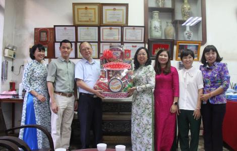 Hội LHPN TP.HCM thăm Hội quán người Việt gốc Hoa ở Chợ Lớn