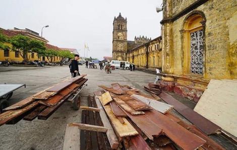 Tiến hành tháo dỡ nhà thờ Bùi Chu