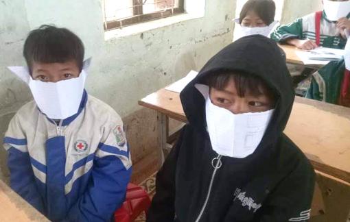 Học sinh miền núi Nghệ An dùng giấy làm khẩu trang phòng dịch corona