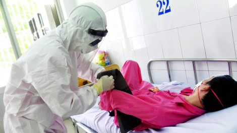 Bác sĩ chống dịch corona: Đôi mắt mệt mỏi và trái tim nóng